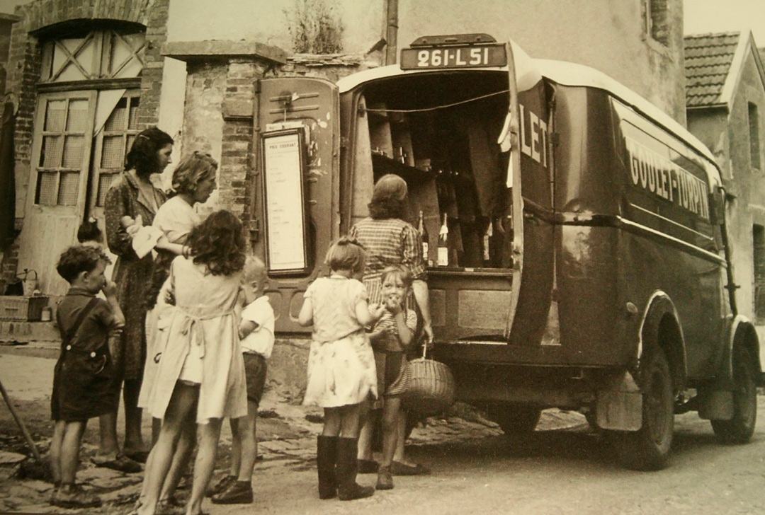 1950s-french-wine-selling-truck
