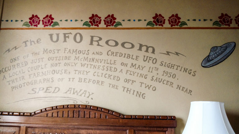 Hotel Oregon-McMenamin-ufo-room-1