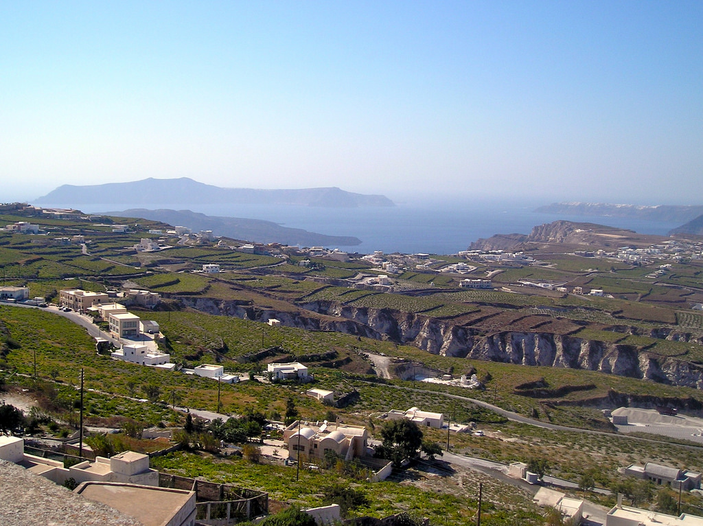 Assyrtiko vineyards on Santorini. By Woodlet