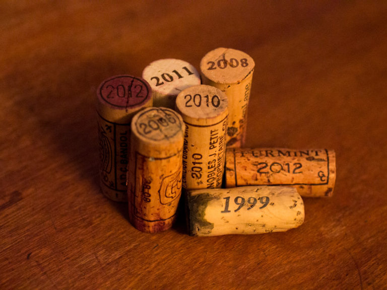 What is a wine vintage? Corks with vintage dates