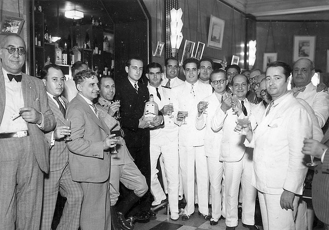 champagne-toast-vintage-photo