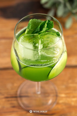 cucumber-mint-champagne-cocktail-fizz