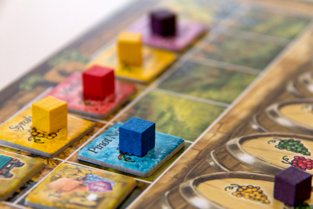 grand-cru-board-game-geek-closeup