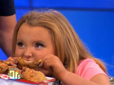 Honey Boo Boo eats garbage on TV