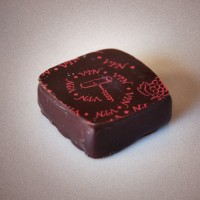 jacque-torres-wine-chocolate-grand-cru-red-wine-ganache-truffle