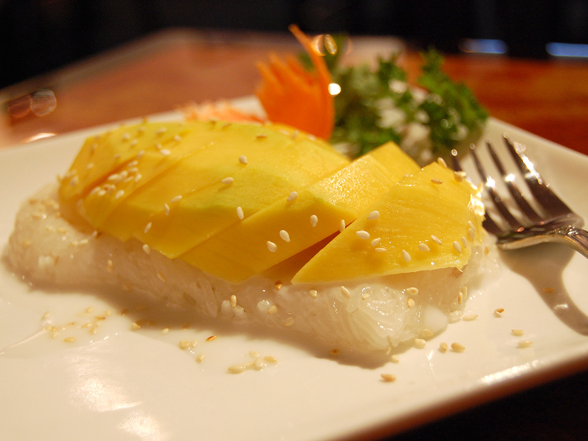 mango-sticky-rice-thai-dessert-stu-spivack