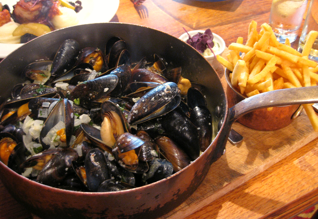 Muscadet food pairing with Mussels - Moules Frites